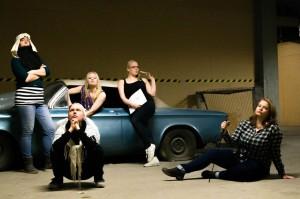 Amatsonia! Jutta Lahtinen (takana vas.), Erika Malkki, Anna Nekrasova. Maria Hannonen (edessä vas.), Kiia Kuivalainen. Ohjaus Tiina Paananen. Kuva: Paulina Nordström